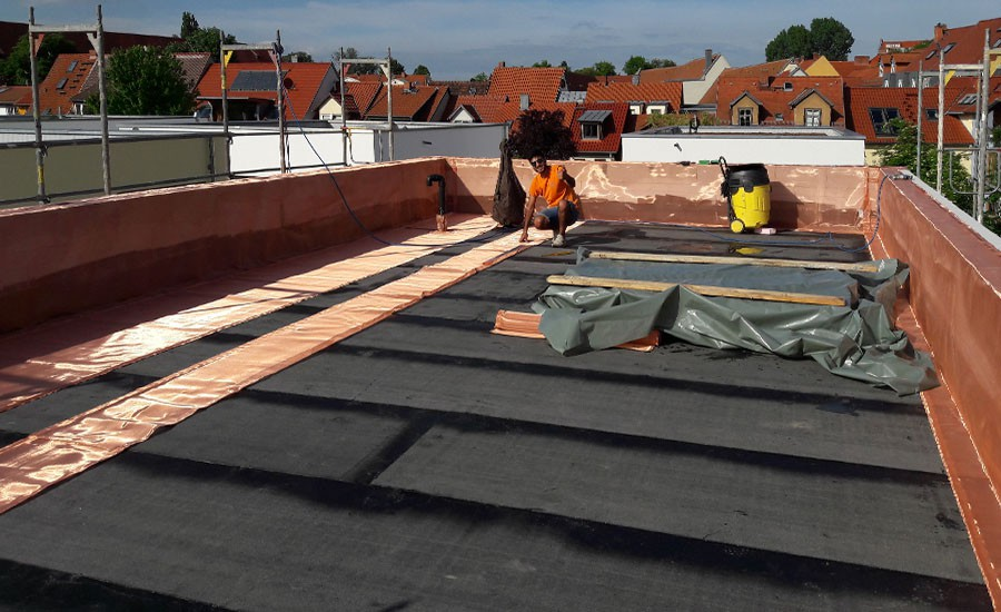 Shielding of flat roofs or floors
